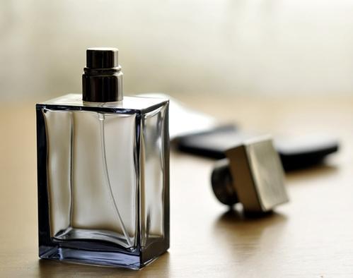 想摆脱那种劣质廉价香 那么这十款皮革系男士香水就非常适合你啦