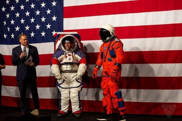 NASA公开新宇航服 遇紧急情况可维持穿戴者6天生命