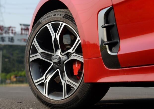 一款颜值在线的轿跑 2.0T爆256匹 纯进口才27.98万