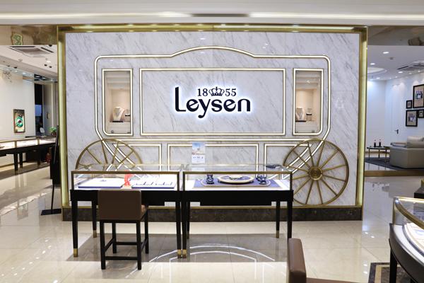 深受国内消费者青睐的王室珠宝品牌莱绅通灵 举办了一场传奇165周年盛宴