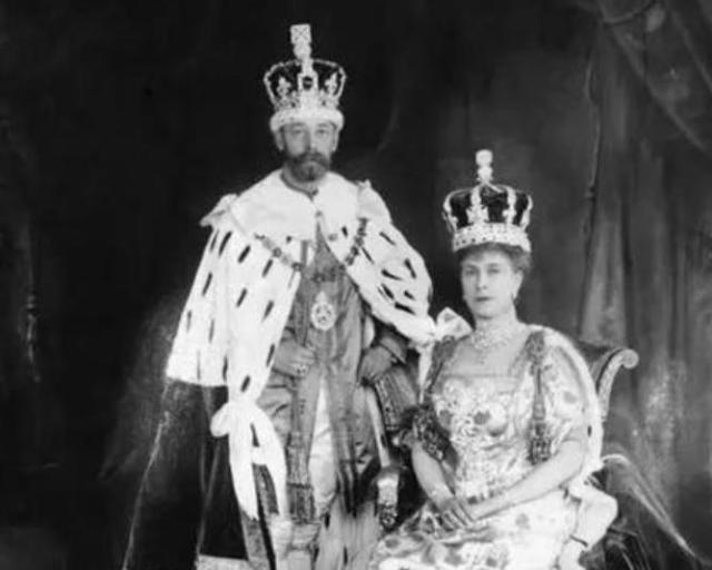 她被誉为世界上最奢侈的王后 大婚的时候脖子都被珠宝压弯