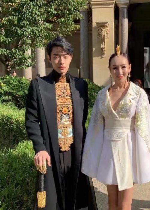 超模杜娟受邀2020春夏巴黎时装周走秀 诠释东方美学