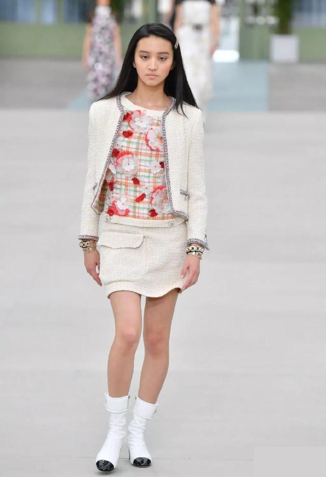 16岁木村光希米兰时装周走秀 把运动和时尚感完美诠释出来