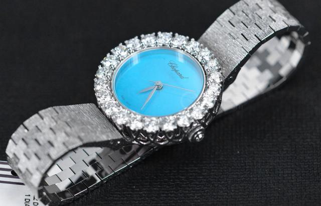 萧邦推出了全新的L'Heure du Diamant系列腕表 既拥有1960年代的摩登风格又不失现代的美学特色