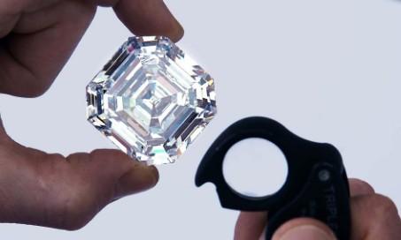 用肉眼判断真假钻石的方法