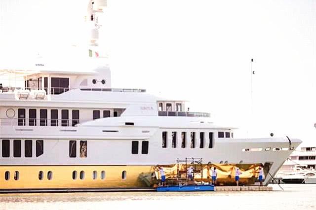 一架长达55米长的游艇 将被镀金?