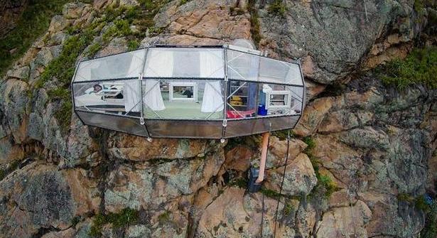 想挑战刺激吗?距离地面约120米的悬空酒店可以考虑一下