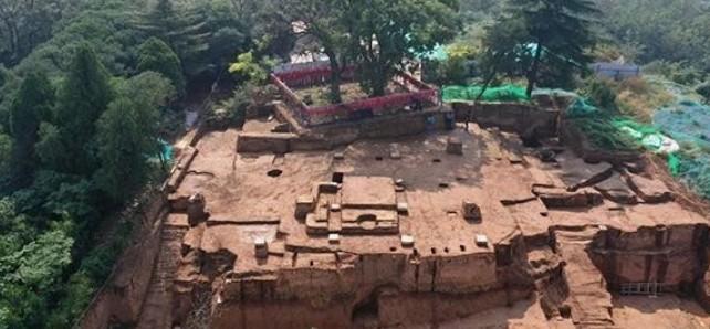 考古人员对唐华清宫朝元阁遗址进行发掘