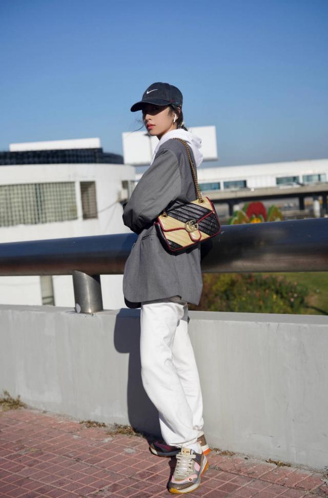 秋冬如何用简洁的单品搭配出不错效果?看看周雨彤日常时尚穿搭就知道了