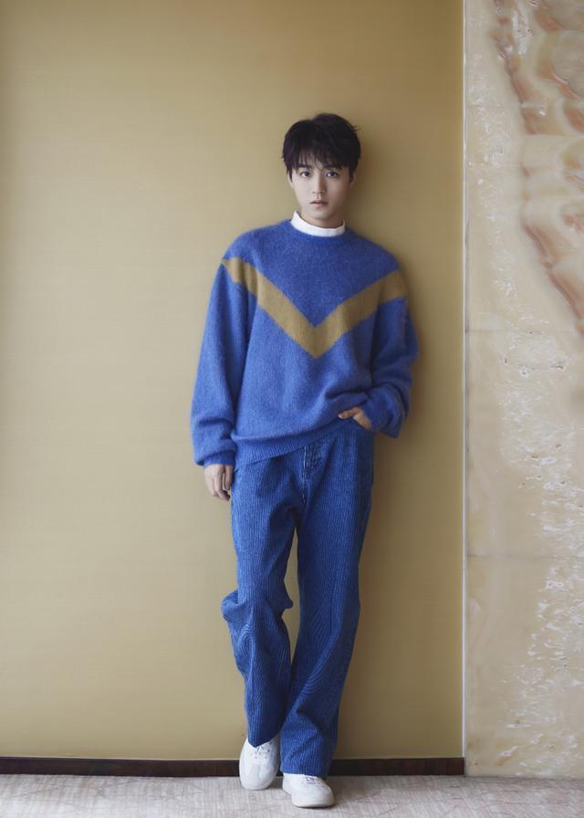 王俊凯最近街拍 衣品和颜值一样高