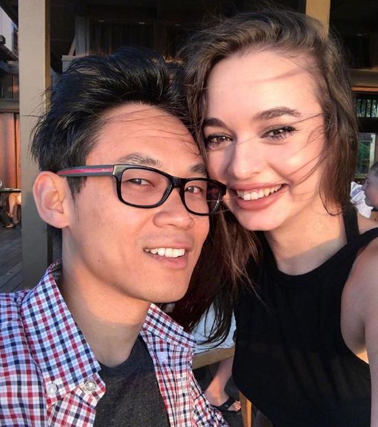 温子仁宣布结婚 还拿《指环王》