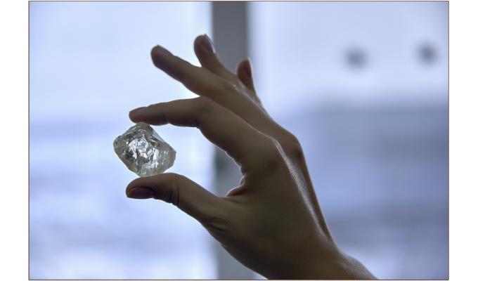 ALROSA发现一颗重达230克拉的宝石级钻石