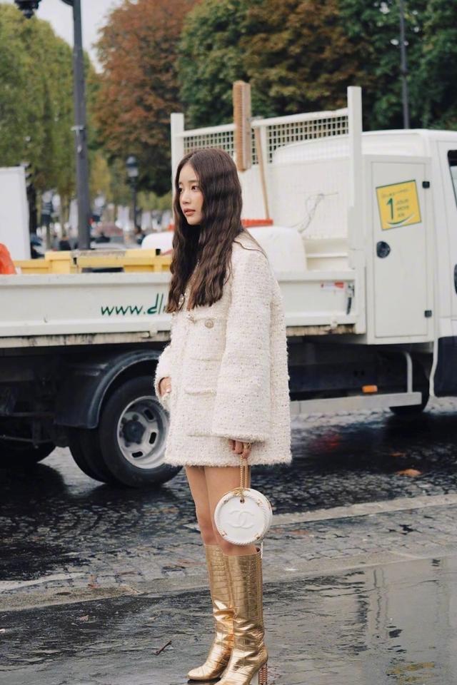 孙怡穿软呢外套搭长靴 撞衫韩国名媛齐恩世