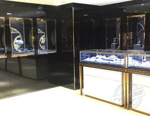为什么珠宝店里的珠宝展柜通常都选用烤漆的呢?