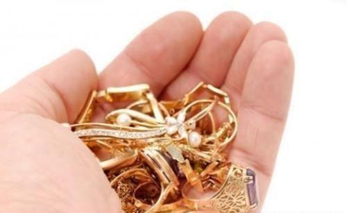 5种在家清洁珠宝的方法 让你的珠宝闪亮如初