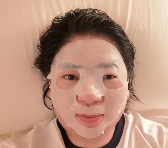 高晓松晒49岁照片 面膜真的尽力了
