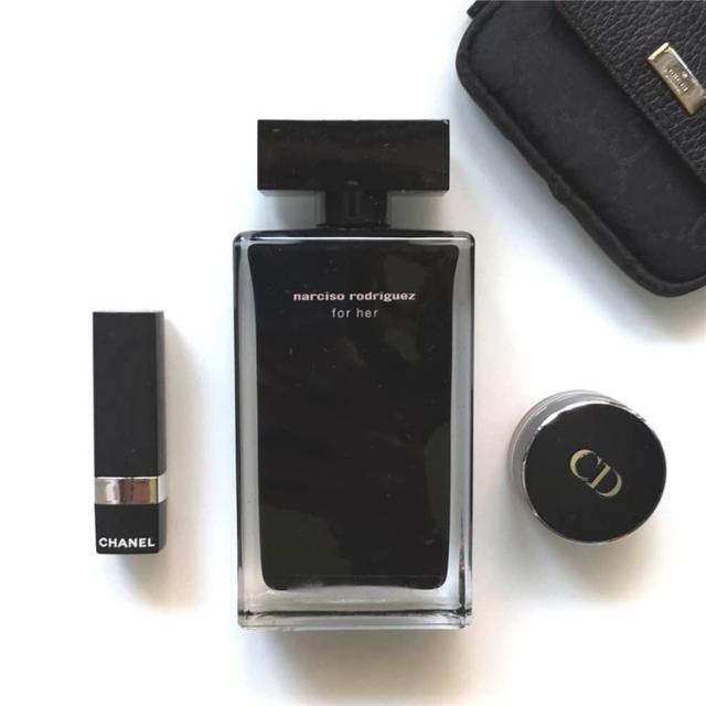 """你是注意包装的 """"瓶子控""""吗?这几款简单的香水瓶也有着自己的故事"""