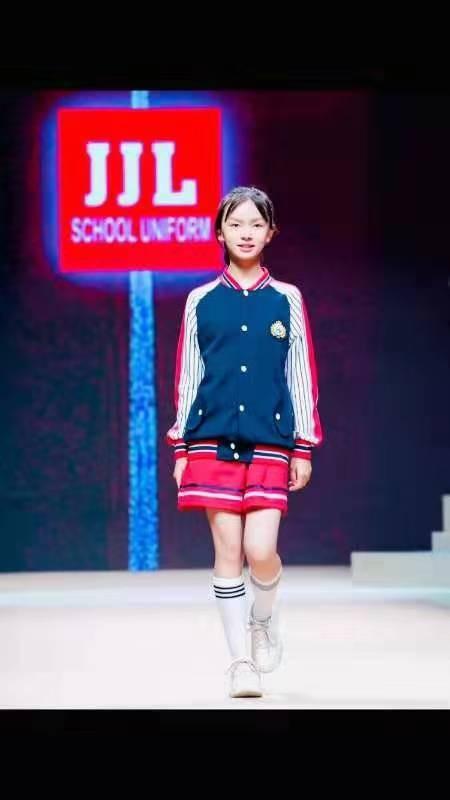 """童星余菲菲获""""2019中国北京国际时装周""""的邀请出席发布会"""