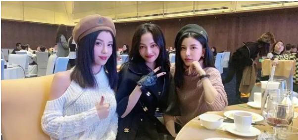 """By2与张韶涵同框 当年两个""""励志""""女孩"""