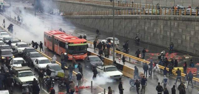 伊朗汽油价格上调50% 示威游行演变为暴力冲突