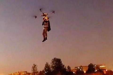 湖北一农民自制单人飞行器成功 你怎么看中国自创飞机这件事?