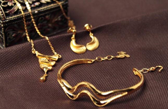 """""""亮面""""和""""磨砂面""""的金首饰有和区别 哪个更好呢?"""