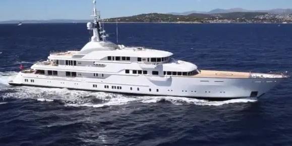 石油大亨身家210亿镑 有2艘游艇+4架私人飞机