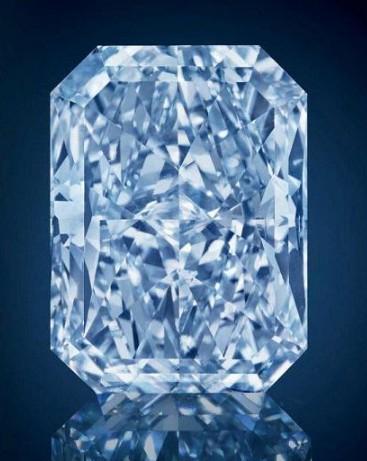 """戴比尔斯举行""""Rare Treasures of the Earth""""稀有钻石展"""