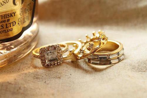 各式各样的珠宝首饰 怎么搭配才更好看?