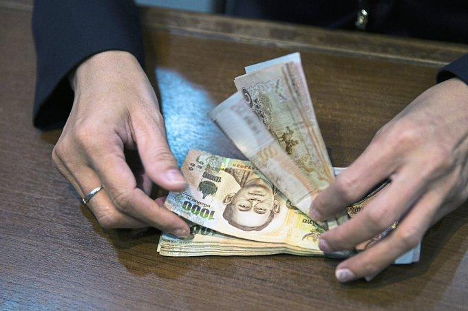 政府考虑支出美元的办法来削弱泰铢