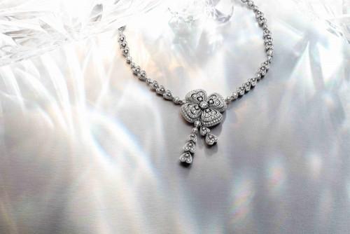宝格丽携全新Fiorever咏绽系列高级珠宝跨越昼夜的永恒梦想