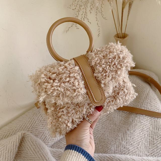 入冬啦!女孩子的毛絨包包准備好了嗎?