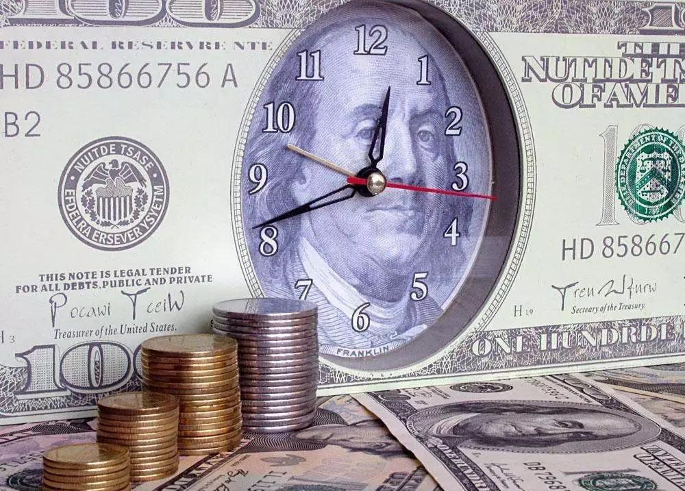 强势美元与美联储都遭炮轰 关税传重磅消息 市场危机重重?