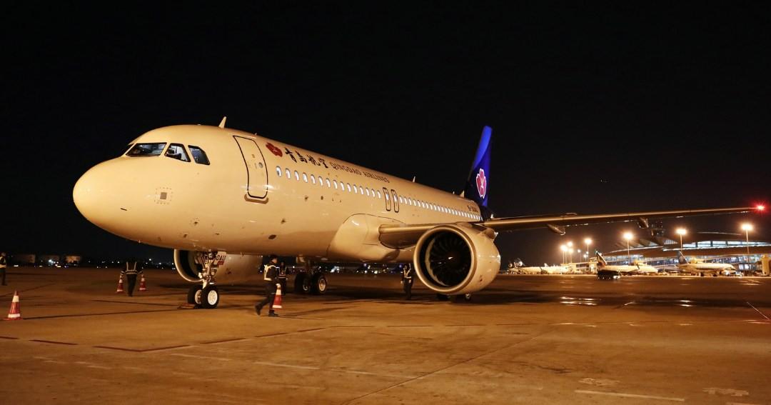 青岛航空迎来的第五架全新空客A320NEO机型飞机 机队规模扩大至25架