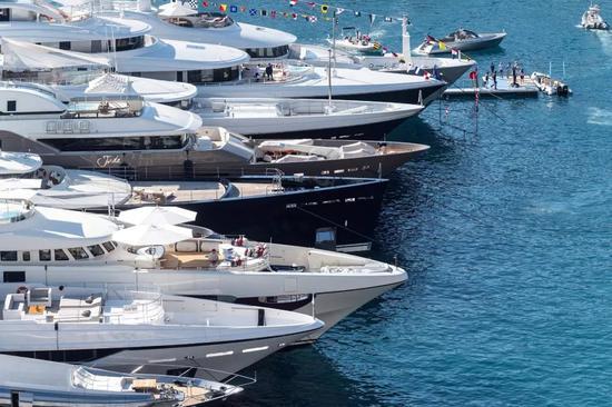 采访西班牙商人:拥有一艘价值1000万美元的豪华游艇是怎样一种体验?