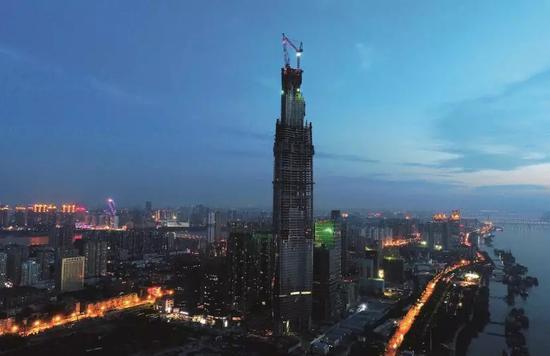 中国第一高楼烂尾 资金链骤紧