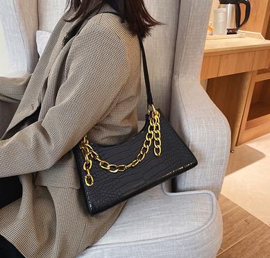 人手必备的这款包包 百搭又时尚!