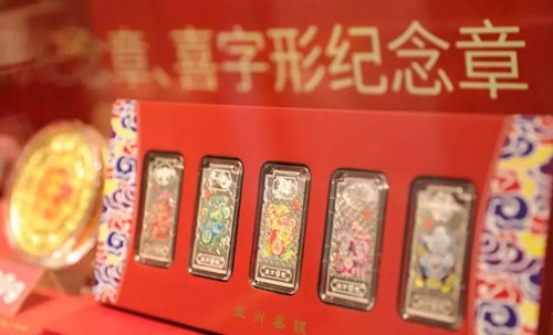 菜百公司发布衍生产品鼠年生肖喜字形纪念章