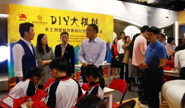 """""""流光溢彩.琥珀创意艺术节""""在深圳松岗琥珀(国际)交易市场举行"""