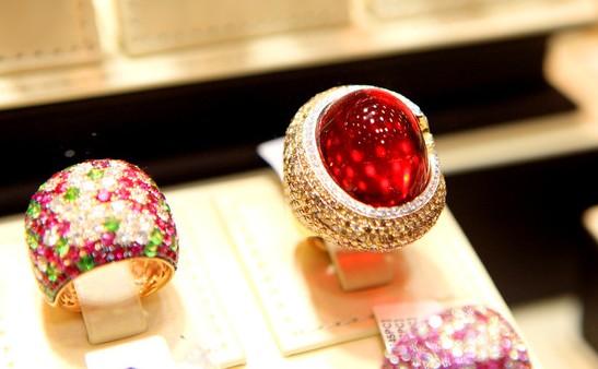 这些日常的一些小动作 正在一步步摧毁你的珠宝!