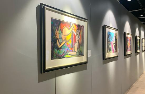「天然琥珀价格」华辰拍卖打破常规走出五星级酒店 将其秋季拍卖会进驻798艺术中心