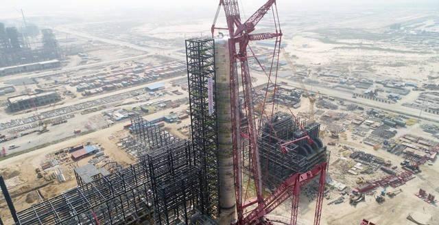 尼日利亚丹格特炼油及石化项目全球最大原油蒸馏塔一次吊装成功