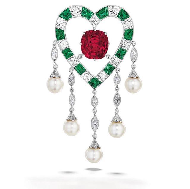 佳士得极品珠宝——890万美元的红宝石胸针