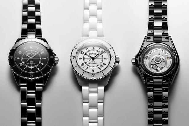 香奈儿搭载全新Calibre 12.1自动上链机芯的新J12腕表