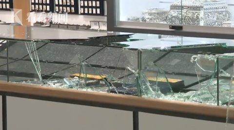 澳大利亚昆士兰州两家珠宝店遭到抢劫 嚣张歹徒开车破门而入