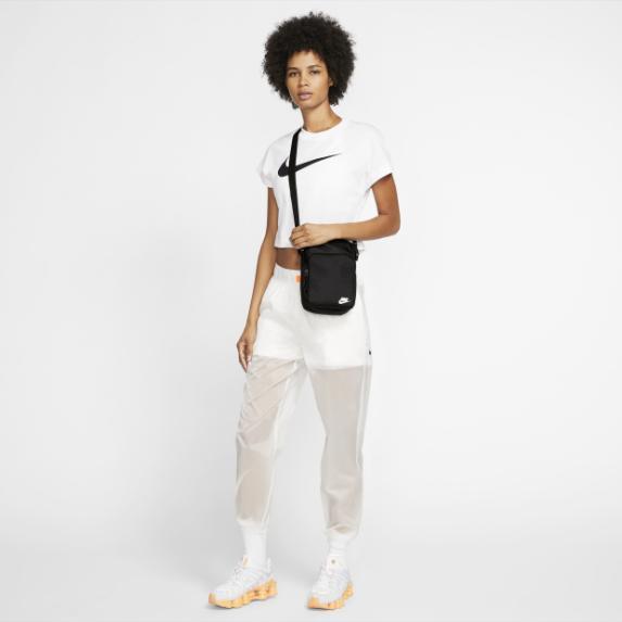 Nike春夏新款单肩包包为何如何受欢迎呢?