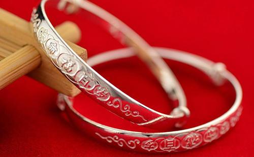 如何鉴别银饰品是否是纯银?