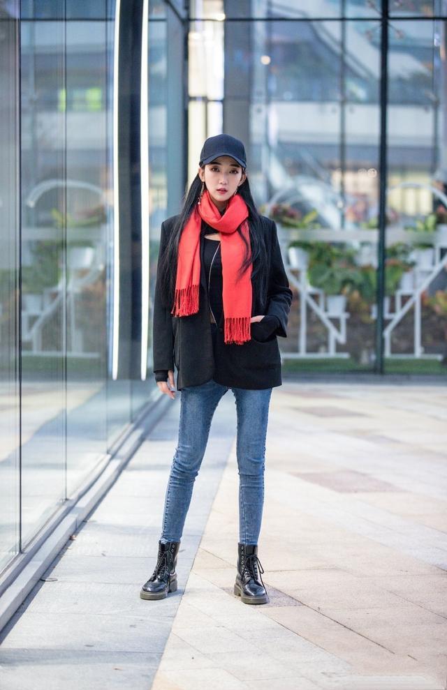 冬天拥有一款修身牛仔裤 你就有了身高和气质!