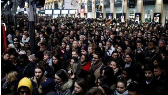 法国大罢工 于24日提交改革法案