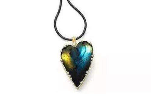 那些惊艳了岁月的心形珠宝 承包了所有的浪漫